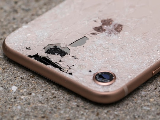 Looking Where To Fix iPhone Back Glass ? We Can Help You ! iPhone Repair NYC ® Using OEM Part And Stand Behind Our Job. Life Time Warranty. Call Now !
