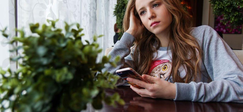 girl-1848477_12801